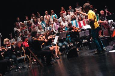 Et Incarnatus orkestra, Tolosako Laskorain Ikastolako abesbatzarekin batera